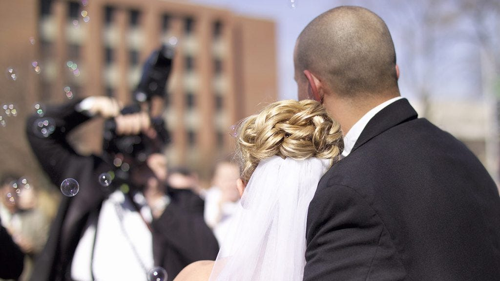 7 Best DSLRs for Wedding Photography