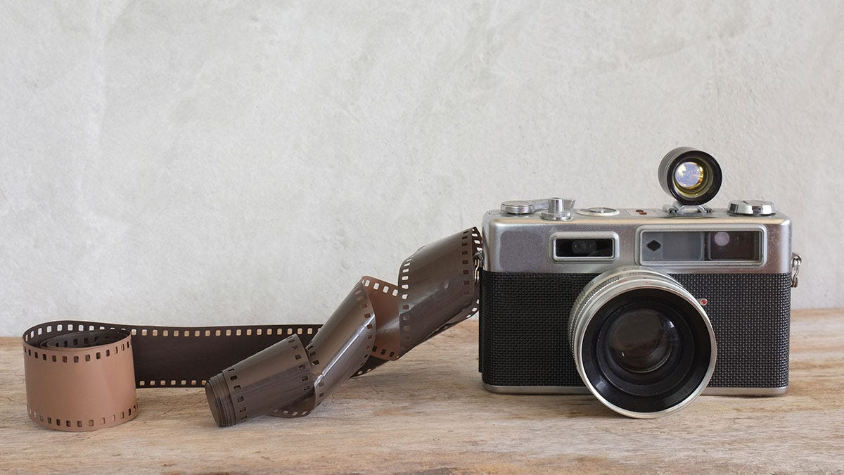 10 Fantastic Film Camera Bargains for 2014! | Expert photography ...