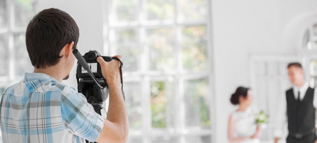 Essential Equipment For Beginner Wedding Photographers