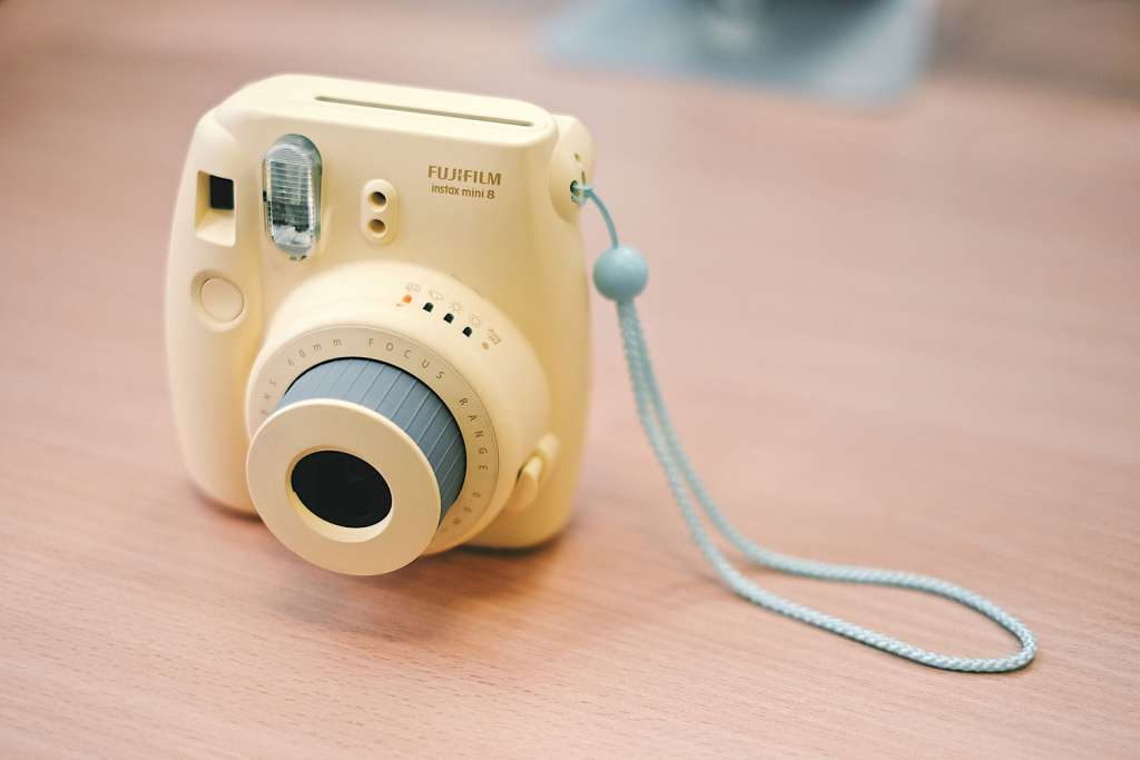 how to use the fujifilm instax 8 everything you need to know alc. Black Bedroom Furniture Sets. Home Design Ideas