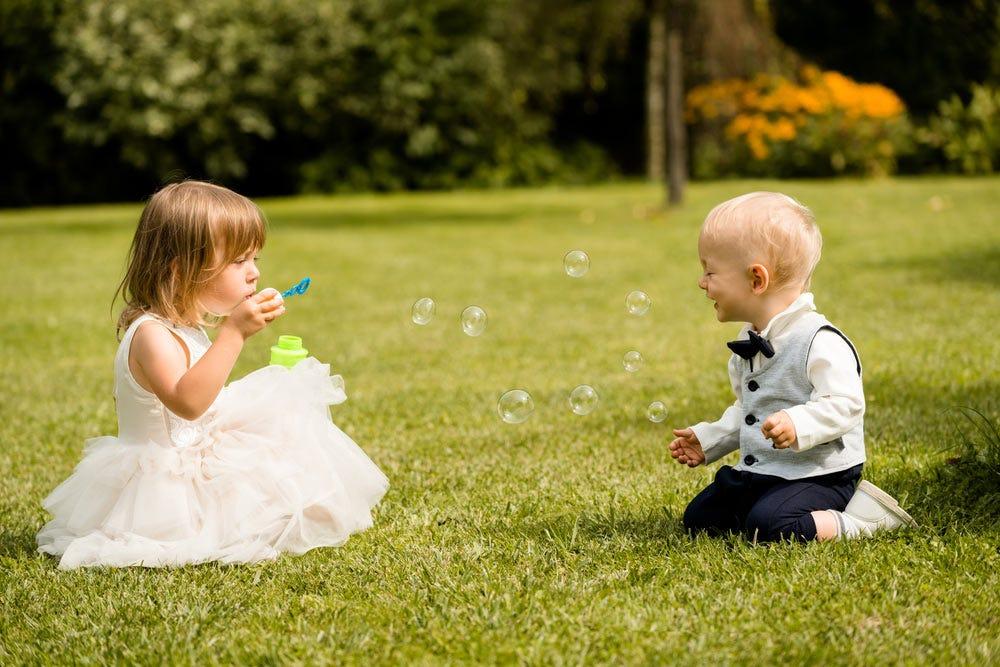 Photo d'enfants jouant au mariage