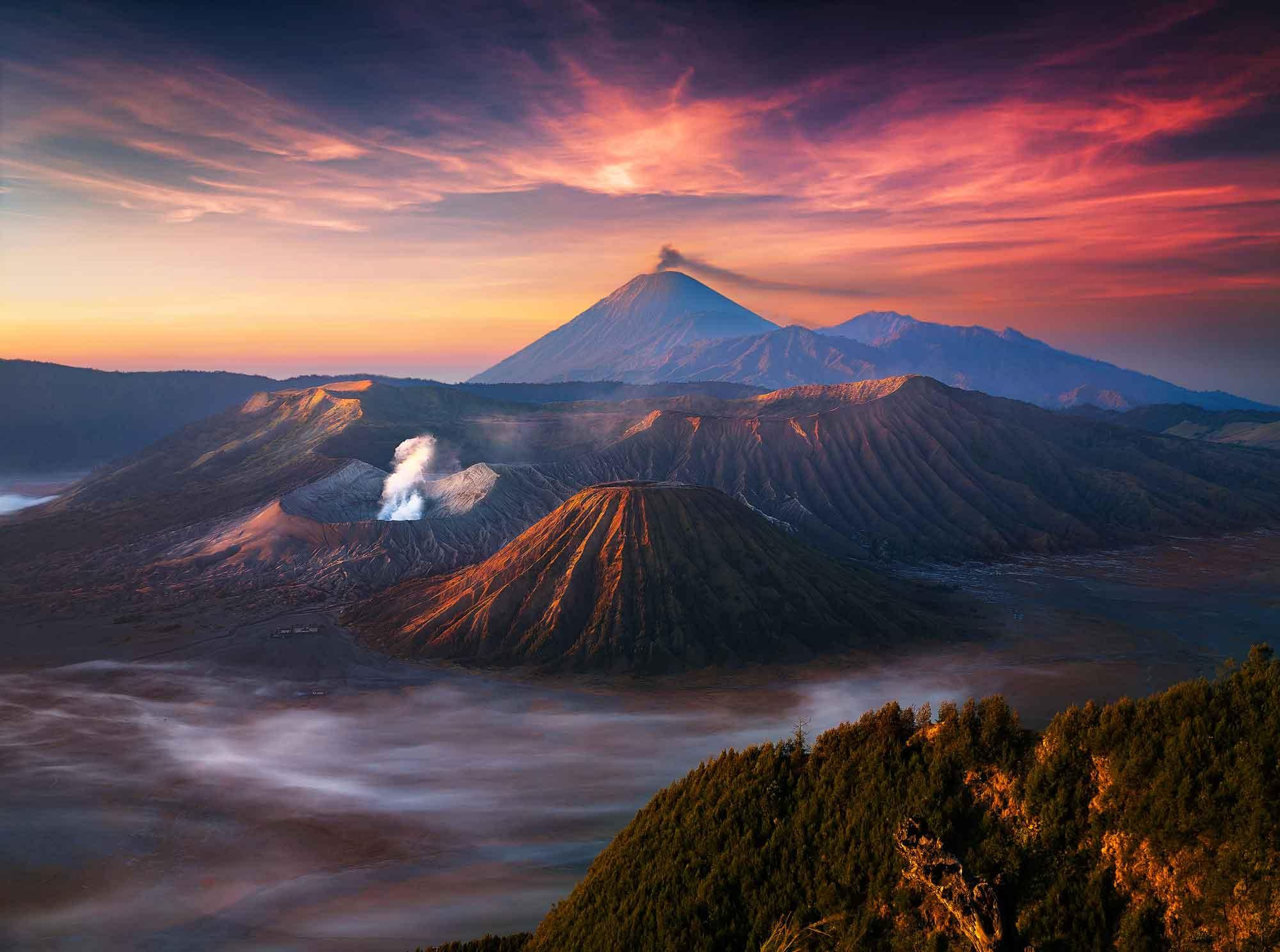 вулкан горы облака туман  № 755031 без смс