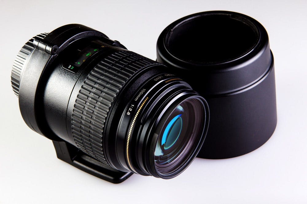 Macro lens with long focal length