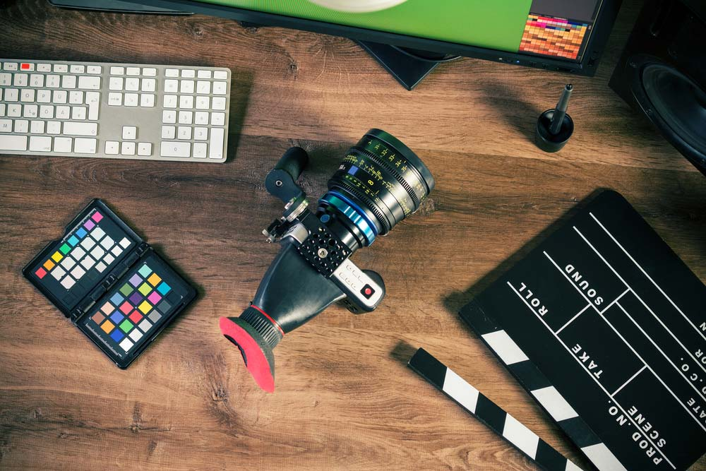 What is a Cine Lens and How is it Different from a Photo Lens