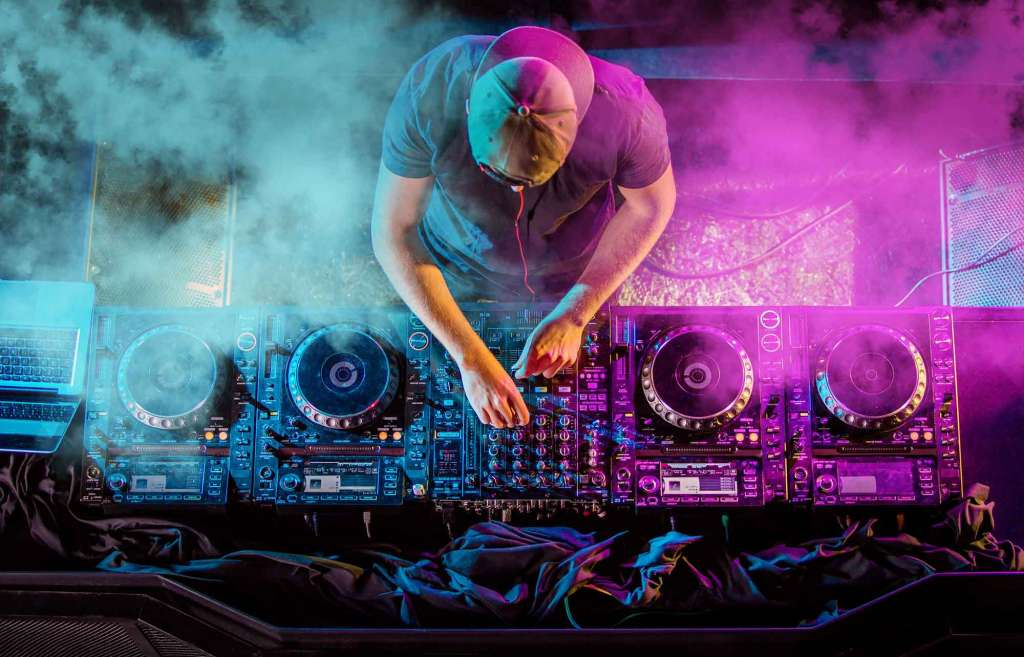 DJ Equipment Guide: How to Build a Beginner DJ Setup