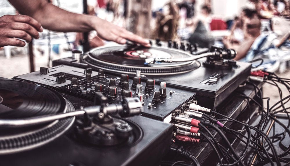 Best DJ decks for beginners: 10 affordable models guide