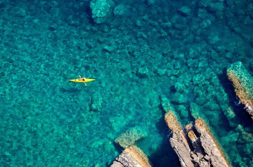 Дронная воздушная фотография Лигурийского моря, Италия