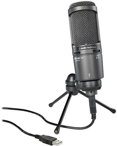 सफेद पृष्ठभूमि पर ऑडियो टेक्निका AT2020USB प्लस