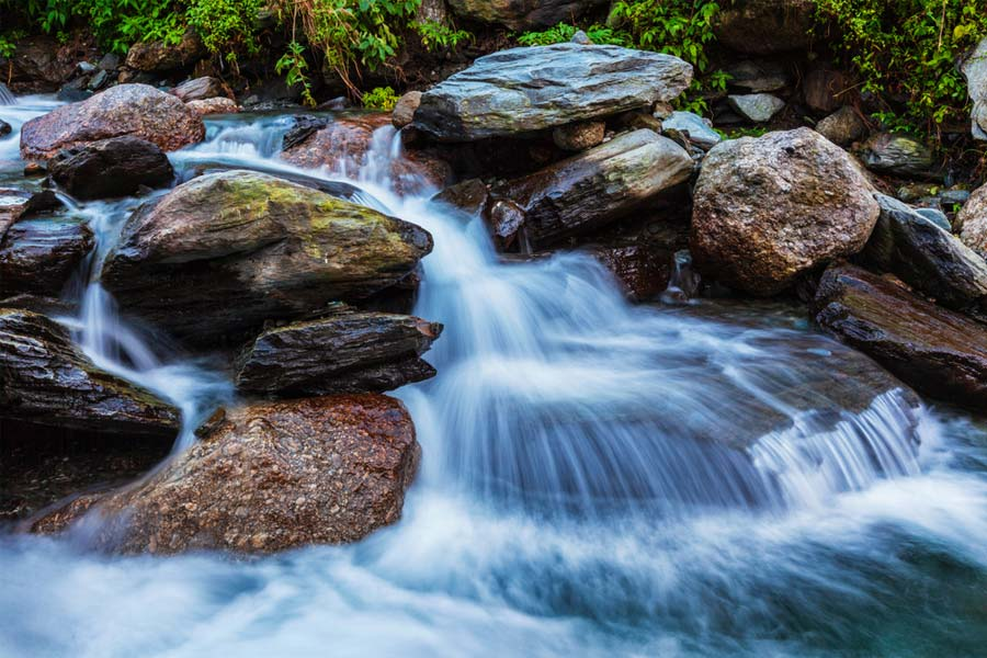 Espumosa cascada de ensueño capturada con filtro nd.