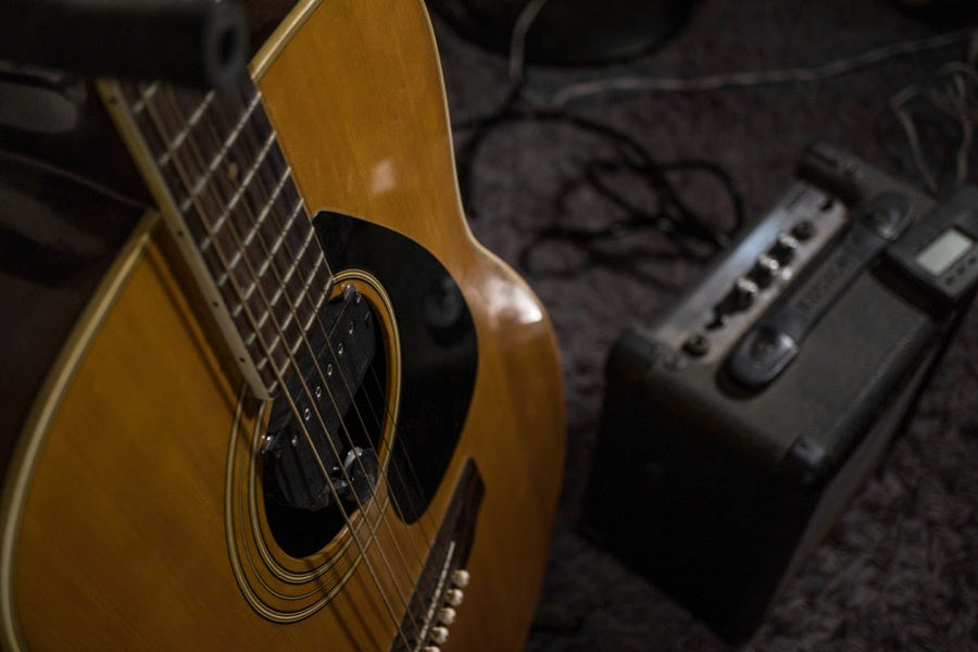 8 Best Acoustic Guitar Amplifiers Adorama Learning Center