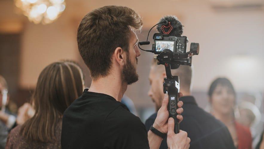 5 Best Sony Lenses for Wedding Videographers