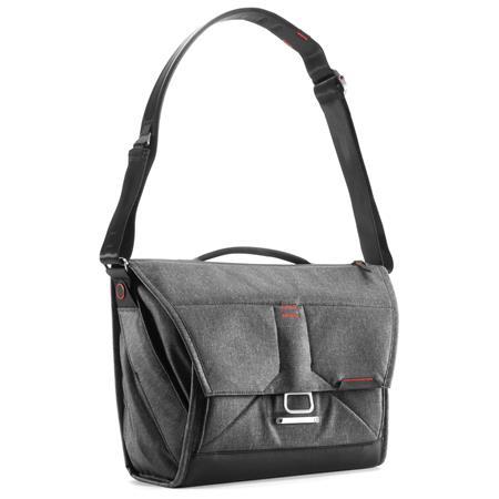 8dd5223a76a4 Peak Design Everyday Messenger Bag V2 for 13