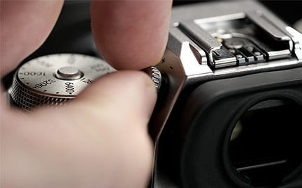 Lockable EVF's diopter adjustment dial