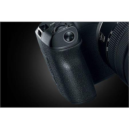 Deep Grip with Convenient Shutter Button Position