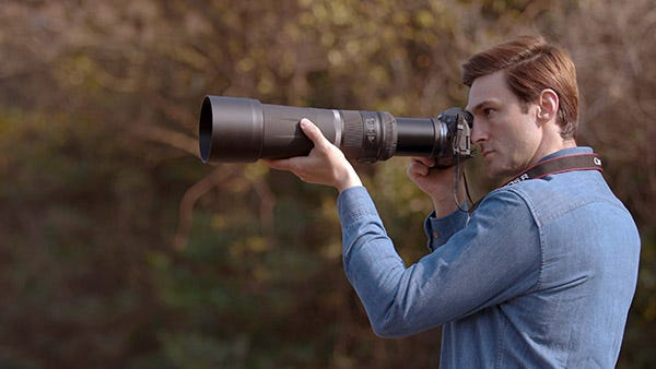 Excellent Portability Made Easier With An Extending/Retracting Locking Lens Barrel Design.